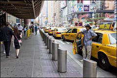 2010-09_DSC_1390_20160726 (Ral Filion) Tags: newyorkcity newyork usa tatsunis nyc manhattan ville amrique urbain gratteciel taxi rue publicit publicity city america urban building skyscraper street yellowcab blackman