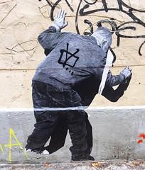 Old #vandal by @murmurestreet #murmurestreet  #collage #paste #streetart #graffiti #graff #spray #bombing #sprayart #wall (pourphilippemartin) Tags: vandal murmurestreet collage paste streetart graffiti graff spray bombing sprayart wall