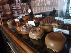 Dun-Well Doughnuts display (ndh) Tags: