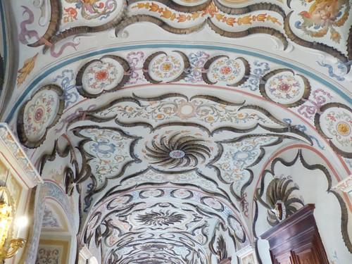 Sarre: galleria-corridoio decorata con corna di stambecco nel Castello di Sarre, 29/10/2016