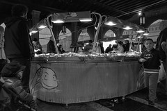 2016256 (ruggeroranzani_RR) Tags: analog blackandwhite 35mm film rolleirpx400 rolleisupergrain nikonf2photomic nikonnikkorncauto128f24mm fishmarket rialto people venice filmdev:recipe=11054 film:brand=rollei film:name=rolleirpx400 film:iso=400