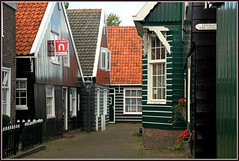 Le village de Marken, Waterland, Nederland (claude lina) Tags: claudelina nederland netherlands paysbas hollande marken village maisons houses