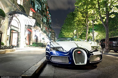 Bugatti Veyron L'Or Blanc (Tex Mex (alexandre-besancon.com)) Tags: road street plaza blue red white paris france sport night one hotel amazing shot unique stripes spot off gran incredible lor bugatti blanc porcelain spotting veyron gransport callipers athne
