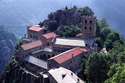 Abbaye St Martin du Canigou Catalogne, Pyrénées Orientales :