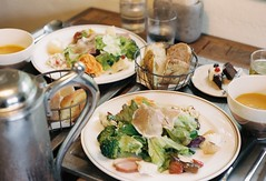 PLOUGHMAN'S LUNCH (**mog**) Tags: cafe aria portra400