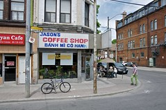 jason's coffee shop, toronto, ontario (twurdemann) Tags: toronto ontario bicycle retail corner restaurant cafe hipster streetphotography diner coffeeshop pedestrian patio sidewalk commercial storefront shops queenstreetwest curb parkdale vietnameserestaurant route501 jasonscoffeeshop macdonellave banhmicohanh