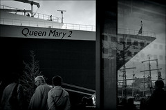 Queen Mary 2 (ati sun) Tags: reflection ship harbour hamburg queenmary2 hafengeburtstag