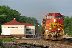 BNSF 788 at La Plata, MO (nsmith8853- I'm tired of shootings GE's!) Tags: railroad station train la like railway trains amtrak missouri plata railfan bnsf warbonnet i