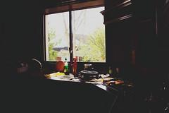 24 (gginapetxina) Tags: window kitchen ventana dish plate finestra cocina washing cuina am