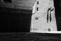 dans l'ombre, .. je suis l'ombre qui te suit (Color-de-la-vida) Tags: shadows sombra girona
