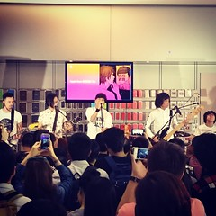 Mr. Live @ Apple Store.