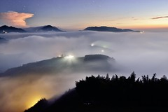 Sea of clouds at Mountain Dalun  (Vincent_Ting) Tags:   teafield  sunset  seaofclouds  fog misty tea    taiwan   clouds tree sky   vincentting   startrails