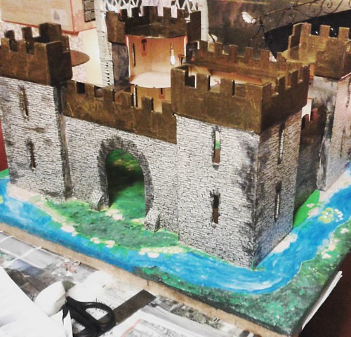 Torn paper replaced and grass and moat repainted. I think I might be getting into this too much, now I want to find some miniture trees and maybe some ivy. Maybe there needs to be a princess in the tower too. #upcycling #wooden #castle #papered #renovated
