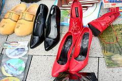 Hot Red Shoes (MKP-0508) Tags: flohmarkt marchauxpuces wiesbaden mannmobilia oktober fleamarket red rouge rot schuhe shoes chaussures highheels holzschuhe clog sabot cmwd cmwdred