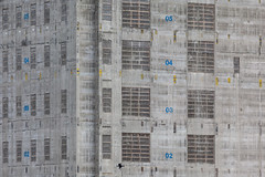 1 Bank Street (Gary Kinsman) Tags: canarywharf isleofdogs urban cityscape tower highrise skyscraper 1bankstreet heronquayswest london docklands e14 canoneos5dmarkii canon5dmkii construction architecture 2016 urbanlandscape canon70300mm telephoto zoom compression repetitive core concrete structure development numbers