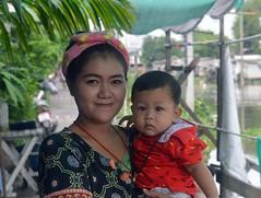 mother and son (the foreign photographer - ฝรั่งถ่) Tags: jun182016nikon mother son khlong lard phrao portraits bangkhen bangkok thailand nikon d3200