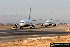 Boeing B737 Ryanair (Ana & Juan) Tags: airplane airplanes aircraft airport aviation aviones aviación boeing 737 b737 ryanair taxiing alicante alc leal spotting spotters spotter planes canon closeup sunrise