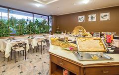 Colazione Hotel Belvedere (Bonotto Hotel Belvedere) Tags: colazione breakfast sala miele buffet nutella cereali cereal ristorazione food caffè coffee bassano vicenza veneto italia italy interior interiors bassanodelgrappa
