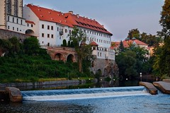 Veltava river - Czesky Krumlov (Piotr Tylski) Tags: fujifilm xe1 macphun europe vacations ancient water old city sunset architecture
