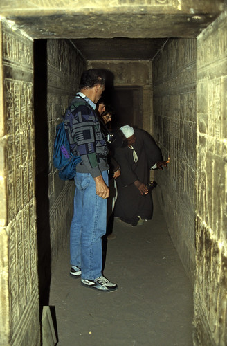 "Ägypten 1999 (504) Krypta im Tempel von Dendera • <a style=""font-size:0.8em;"" href=""http://www.flickr.com/photos/69570948@N04/31060753305/"" target=""_blank"">View on Flickr</a>"
