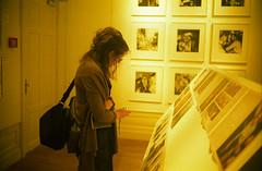 Amsterdam, 6-4-2012 (Ronald_H) Tags: girl museum rollei canon anne candid foam canonet giii q17 crossbird