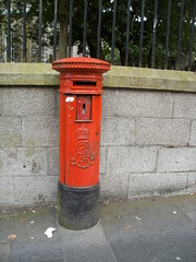 Edward 7th Pillar Box, Schoolhill, Aberdeen, AB10 20 (aecregent) Tags: aberdeen postbox royalmail pillarbox eviir edward7th 200912 ab1020
