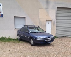 Citroen Xantia de 2002 CJ 939 JK ex- 8010 WK 37 - 23 mai 2013 (Rue des Artisans - Joue-les-Tours) (Padicha) Tags: auto new old bridge france water grass car station electric truck river french coach ancient automobile eau indre may police voiture ruine cher rest former 37 nouveau et loire quai franais nouvelle vieux herbe vieille ancienne ancien fleuve nationale vehicule lectrique reste gendarmerie gazon indreetloire franaise pave nouveaut vhicule utilitaire restes vgtalise letramdetours padicha
