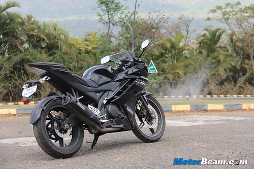 2013-Yamaha-R15-13
