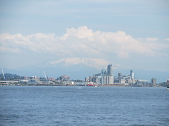 Mount Hood hides behind clouds. (urbanadventureleaguepdx) Tags: columbiariver mthood willametteriver mounthood kelleypointpark