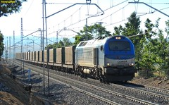 Nada ms llegar (Trenes2000) Tags: tren trenes diesel rail nuevo avila privadas cajas 335 vossloh comsa tramesa 335001