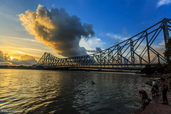 Rabindra Setu (Howrah Bridge) (Neha & Chittaranjan Desai) Tags: bridge sunset india west clouds kolkata bengal ganga ganges howrah setu hooghly rabindra bhagirathi