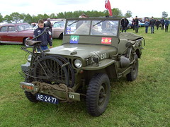 1944 Willys Overland MB jeep (Davydutchy) Tags: auto canada holland classic netherlands car bike bicycle automobile jeep flag military may voiture event vehicle oldtimer mb fahrrad friesland folding willys fiets overland militär klassiker 2015 fryslân evenement militair vouwfiets hoornsterzwaag
