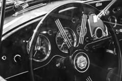 _DSC0661 (tomson.pl) Tags: auto blackandwhite black monochrome noir coche et 車 blanc whie سيارة автомобиль samochód białe czarno