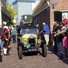 1922 Citron C5 (Davydutchy) Tags: auto people holland classic netherlands car automobile tour rally crowd may nederland cities citron voiture massa finish vehicle oldtimer eleven friesland rallye mensen klassiker 2015 frysln sleat elfstedentocht vetern sloten menigte automobiel