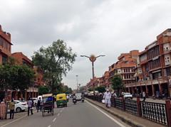 hawa mahal street in Jaipur (chinnip) Tags: road street india jaipur rajasthan hawamahal pinkcity