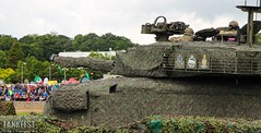 Tank power: Challenger 2 Main Battle Tank at Tankfest (Jukka O. Kauppinen's dump pit) Tags: tankfest wargaming thetankmuseum bovington worldoftanks tanks parhaus reissussa juhannus soviet german us usa worldwar2 ww2 oldtanks britain englank uk challenger2 mbt mainbattletank army britisharmy bae vickers cr2