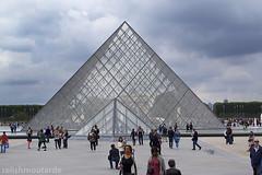 Pyramide du Louvre, Paris (relishmoutarde) Tags: paris france louvre pyramide