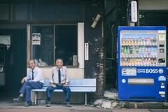 Vending Machine Minders (リンドン) Tags: 日本 自販機 鹿児島 九州 叔父さん vending machine men old kagoshima sakurajima 桜島 ニコン nikon d800 tamron 2470mm vc street