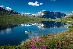 Sndre Lagervatnet, Oppland, Norge (North Face) Tags: norge norway norwegen lake sky reflections boat nature sommer landscape flowers landschaft see natur canon eos 5d mark iii 5d3 mountains berge wolken ilovenature snow water scenery 24105l