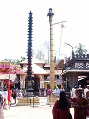 Dvaja sthambam of Mookambika Temple, Kollur (v s raam (on/off)) Tags: mookambika kollur udupi mangalore karnataka sakthi shakthi sakti shakti sankara sankaracharya shankaraycharya adi shankara sankaraycharya shankaracharya energy primodial ratha chariot rathotsava car templecar sculpture carve carving wood woodcarving bali bhutha bhootha sreebhoothabali sreebhuthabali bhoothabali bhuthabali butha bootha dwajasthambam dvajasthambam dwajastambam dvajastambam kotimaram kotikampam teak