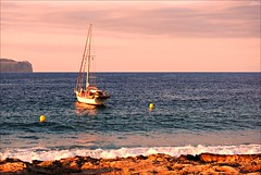 Mallorca - Puerto de Alcudia (Selene's Photography) Tags: alcudia puertodealcudia mallorca island isla islasbaleares baleares espaa spain travel viajar trip barco ship sea mar vela rocks stones sky cielo costa