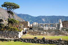 1/5. Temple des 3 fentres.. Machu Picchu (geolis06) Tags: geolis06 prou peru per amriquedusud southamerica machupicchu machu picchu huaynapicchu patrimoinemondial unesco unescoworldheritage unescosite pachacutec inca emperor hirambingham em5olympus olympusm1240mmf28