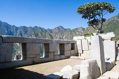 2/5. Temple des 3 fentres.. Machu Picchu (geolis06) Tags: geolis06 prou peru per amriquedusud southamerica machupicchu machu picchu huaynapicchu patrimoinemondial unesco unescoworldheritage unescosite pachacutec inca emperor hirambingham em5olympus olympusm1240mmf28