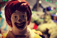 Ronald Vs. Hulk  #okinawa #naha #statue #hulk #ronald #macdonalds #mcdonalds #mcdo #punch #shop #popculture #frites #menubestof #marvel