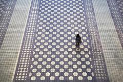 (cherco) Tags: alone lonely solitario solitary silhouette silueta sevilla bw colour purple girl teen woman geometric geometry composition composicion city ciudad chica color canon up direccion minimalism minimalist walk