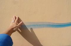 (Mi Mitrika) Tags: linha trao azul mo eu sombra