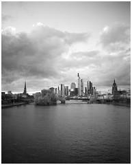 Bewlkt (Christoph Schrief) Tags: frankfurtammain skyline cloudy rivermain fujigf670w 120 6x7 mittelformat mediumformat fujineopanacros100100 selfdeveloped rodinal 150 20 1330min film analog sw bw