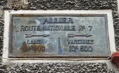 N7 Sign Hotel de la Paix in Saint Gerand Le Puy 16.9.2016 4185 (orangevolvobusdriver4u) Tags: rn7 route national 7 routenational7 routebleue 2016 archiv2016 france frankreich n7 saintgerandlepuy stgerandlepuy sign oldsign wegweiser alt streetsign auvergne