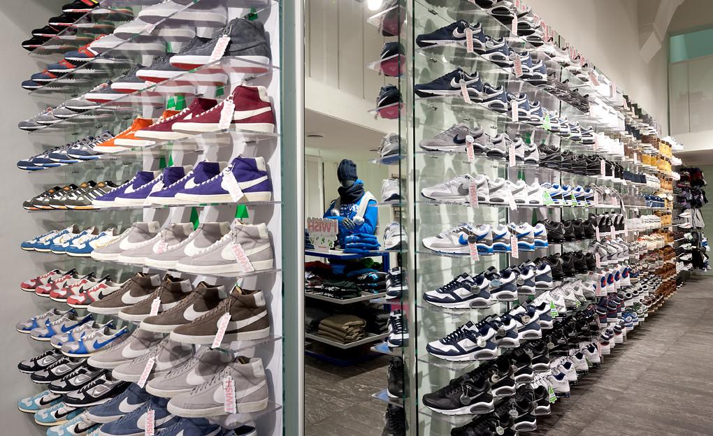 timeless design fe062 6f135 AW LAB Firenze Calzaiuoli (AW LAB) Tags  store nike converse firenze puma  adidas