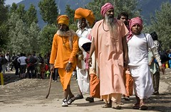 Armanath pilgrims (bag_lady) Tags: india worship religion devotion kashmir spiritual shiva hindu hinduism pilgrimage pilgrims jammukashmir holymen pahalgam yatris earthasia armanathyatra
